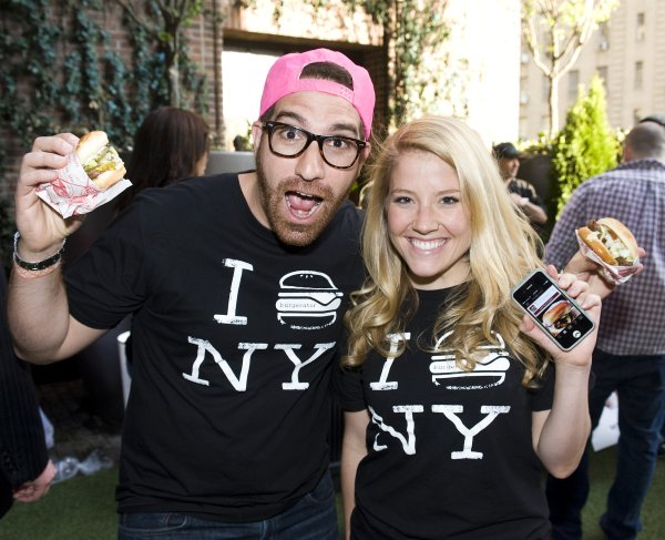 NY_The_Burger_Week_NYC_2014_Event_NY_Burger_Feast_Hudson_Hotel_Bash_NY_Burger_Feast_Burger_Maker__0070